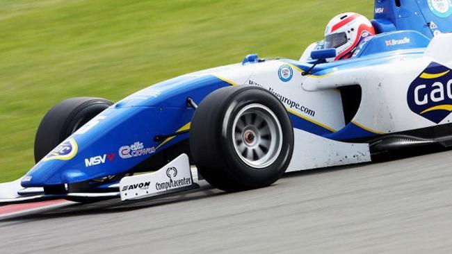 Alex Brundle centra la pole di gara 1 a Magny-Cours