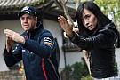 Vettel gira un film di kung fu con Celine Jade