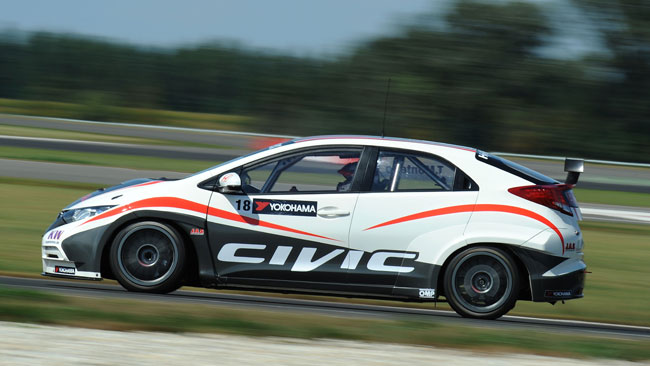 La Honda Civic cresce bene allo Slovakia Ring