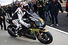 Loris Capirossi si diverte sulla Yamaha a Valencia
