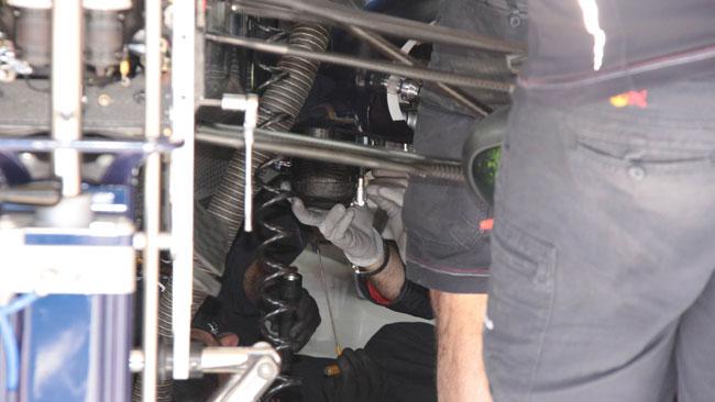 Vettel: ecco il serbatoio dell'acqua sostituito!