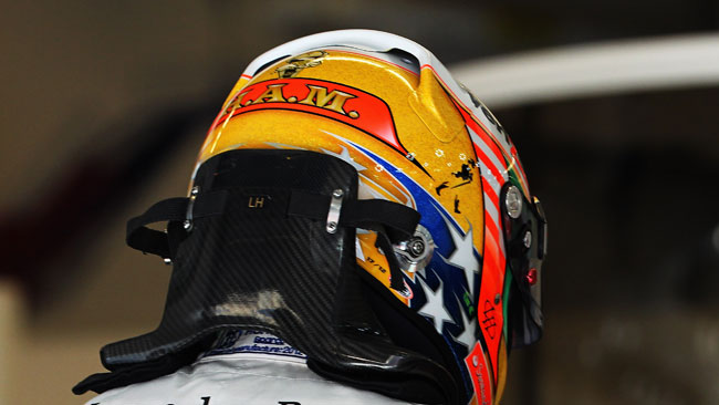 Censurato il casco scurrile di Hamilton
