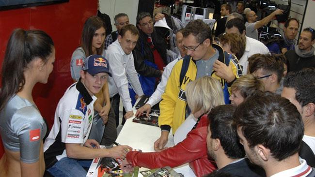 Stefan Bradl ha incontrato i suoi tifosi all'EICMA