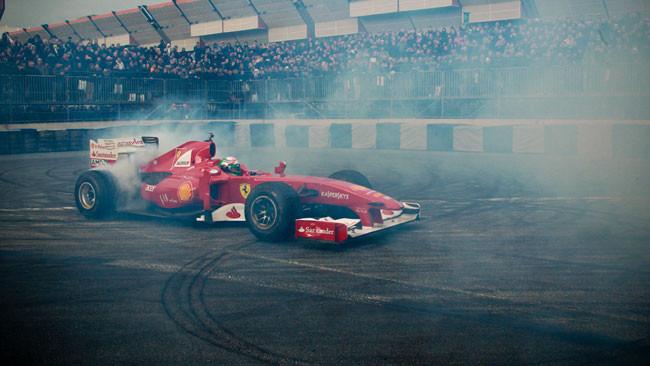 Fisichella e la Ferrari scaldano il Motor Show 2012