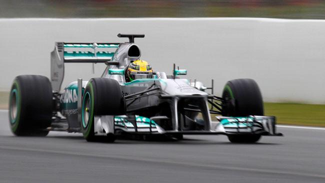 Barcellona, Day 4: Hamilton in vetta con la pista umida