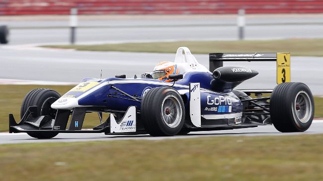 Silverstone, Qualifica: Due pole per Tincknell, poi Lynn