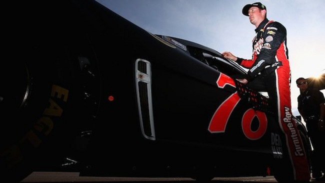 Per Kurt Busch pole a sorpresa a Darlington
