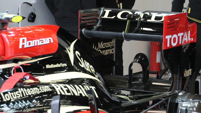 La Lotus ha il cofano motore con la pinna