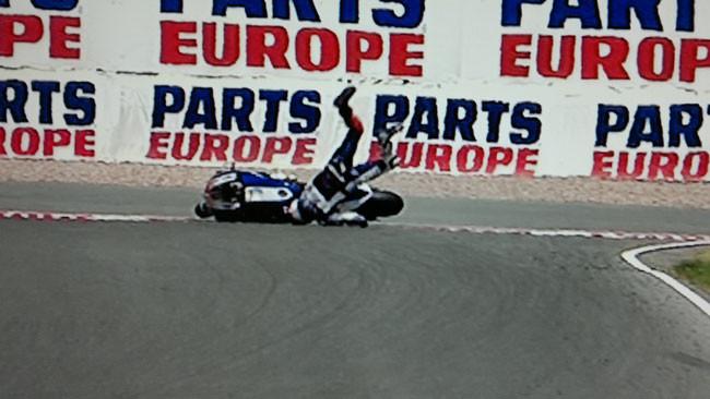 Lorenzo cade e prende una brutta botta alla spalla!