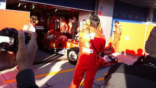 La Ferrari F14 T ferma in pista dopo neanche un giro!