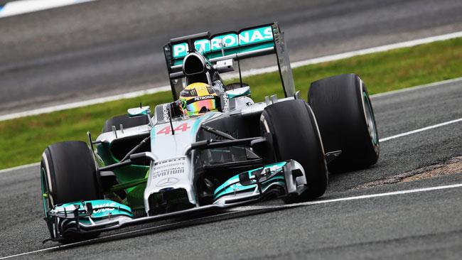 Rosberg ed Hamilton elogiano l'affidabilità della W05