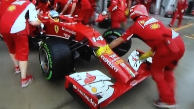 Sepang, Qualifica 2: Alonso si tocca, ma passa!