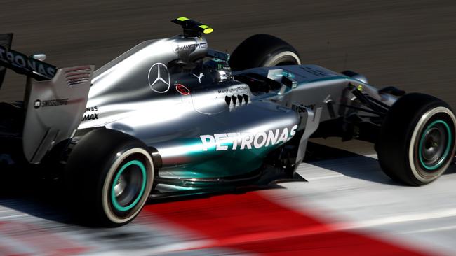 Bahrein, Q2: Rosberg svetta. Vettel è fuori!