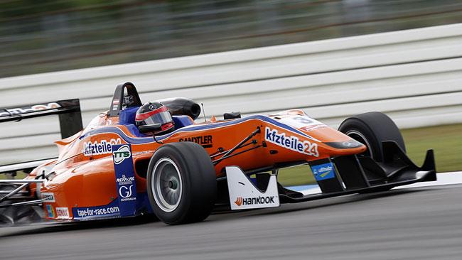 Lucas Auer soffia la pole di gara 1 a Giovinazzi