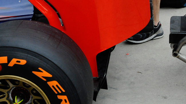 La Toro Rosso toglie le frange dalle paratie dell'ala