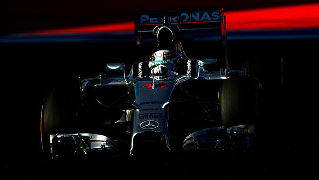 Hamilton conferma la sua supremazia: pole a Sochi!
