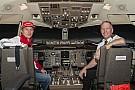 Kimi Raikkonen prova il simulatore...di un Boeing 757!