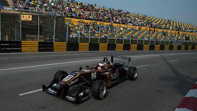 Rosenqvist si prende anche la Qualification Race!