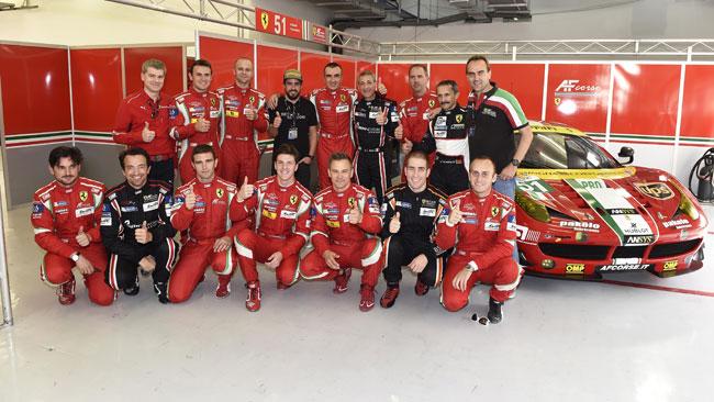 Fernando Alonso nei box della Ferrari a Sakhir