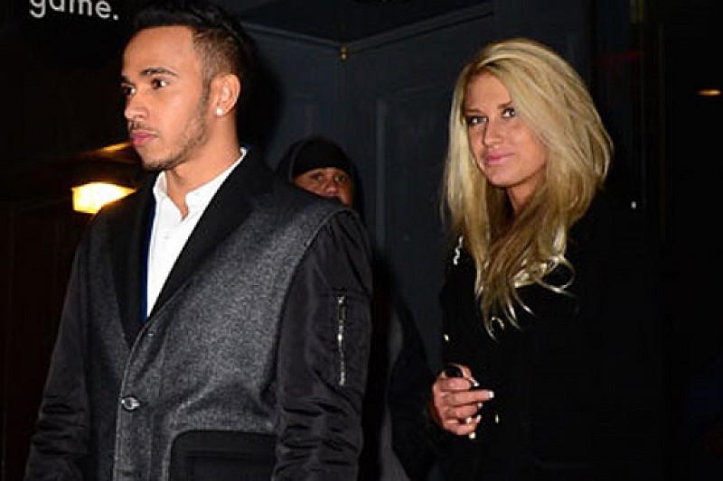 Hamilton a San Valentino con una misteriosa bionda