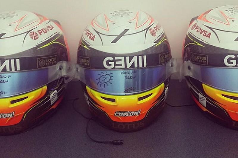 Romain Grosjean con il lutto sul casco a Melbourne