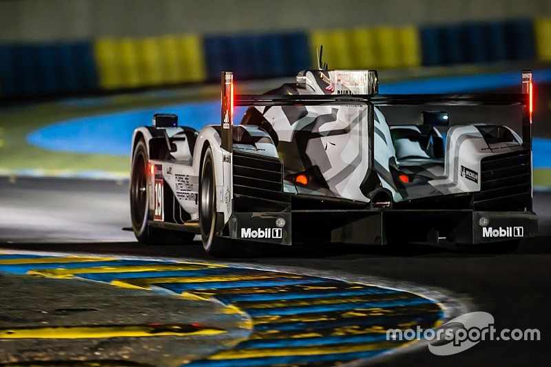 Le Mans 24 Hours: Bamber leads as dawn breaks