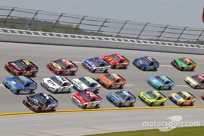 NASCAR supports removal of Confederate Flag