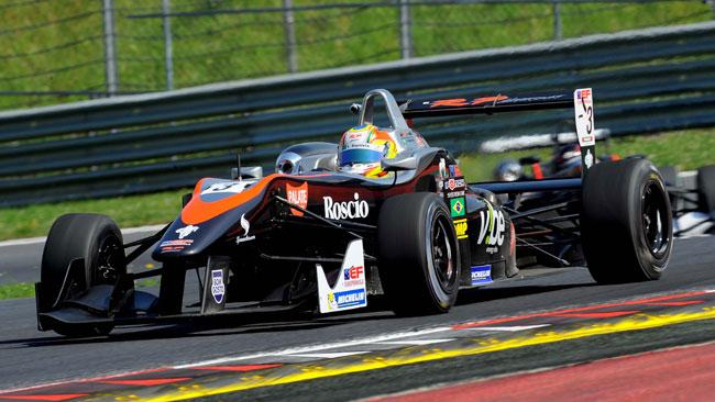 Vitor Baptista converte la pole in vittoria in gara 2
