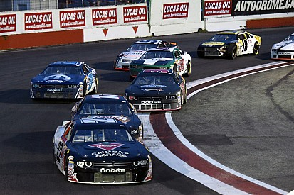Andrew Ranger gagne par une mince avance en NASCAR Canadian Tire