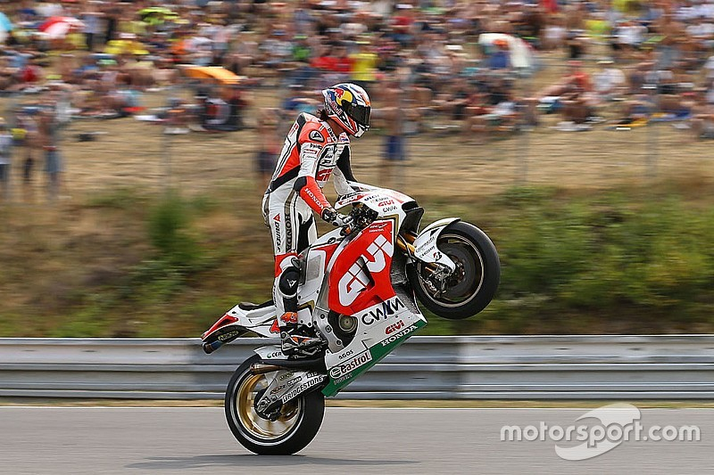 """Lauda: MotoGP """"the most incredible racing"""" compared to F1"""