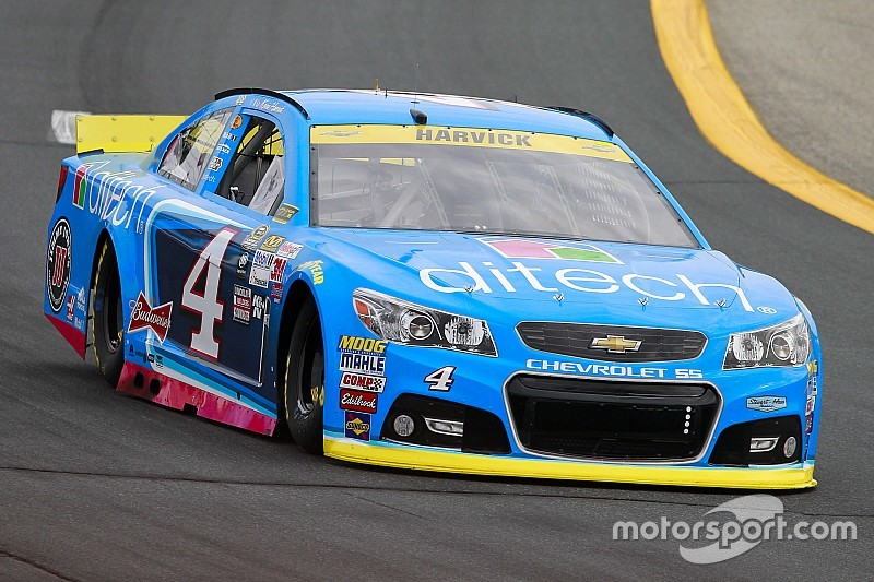 Harvick manda en la Happy Hour