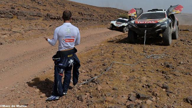 Inizio in salita per Loeb con la Peugeot 2008 DKR