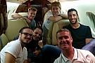 Lotação do glamour: pilotos da F1 dividem transporte aéreo