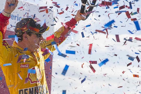 Monster Energy NASCAR Cup Logano geeft Kenseth een tik en wint op Kansas