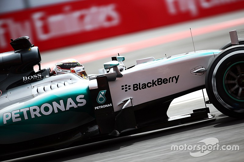 Hamilton tiene razón al cuestionar las órdenes, dijo Wolff