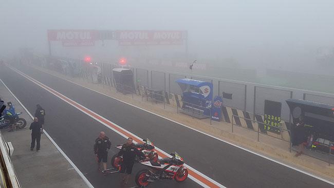 Colpo di scena: su Valencia arriva una fitta nebbia