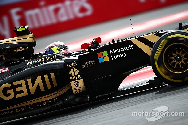 Garage Lotus geblokkeerd, GP-deelname in gevaar?
