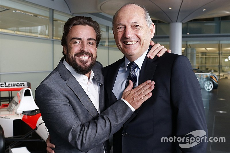 Fernando Alonso verrast: 'Ik race gewoon in 2016'