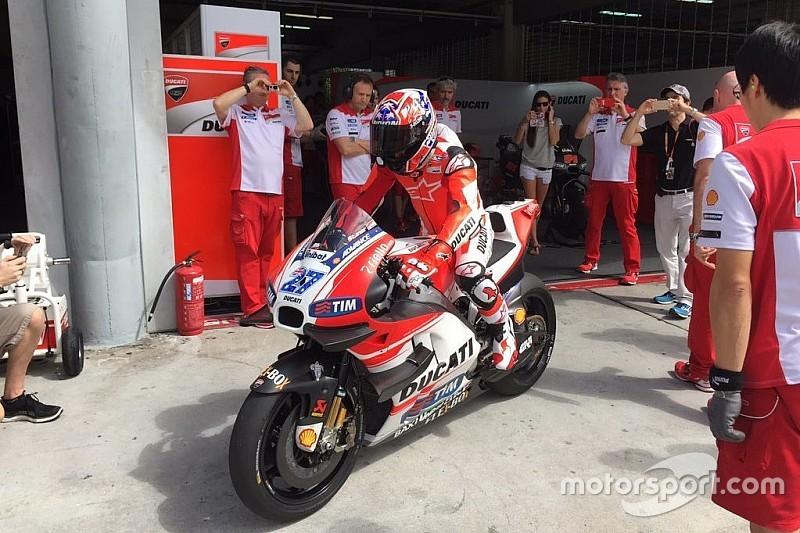Casey Stoner retorna à Ducati em teste privado