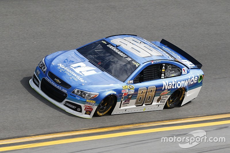 Earnhardt manda en la apertura de Daytona 500