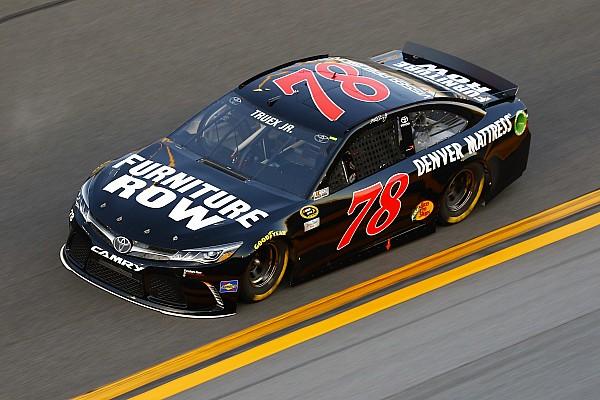 NASCAR penalizó a  Truex, Harvick y Vickers tras calificación