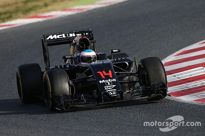 """McLaren opgehouden door """"relatief klein probleem"""""""