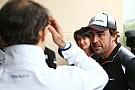 Alonso conversa com fãs e descarta aposentadoria da F1