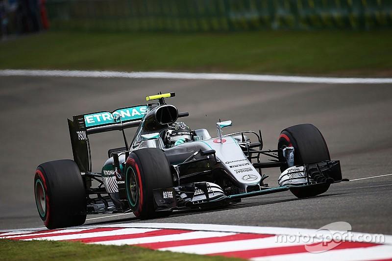 Cina: Rosberg in pole, Hamilton ultimo e Ferrari in seconda fila