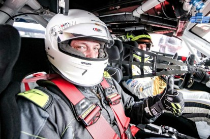 Dacia Logan goes Porsche: Taxifahrt für mehr Miteinander in VLN/NLS
