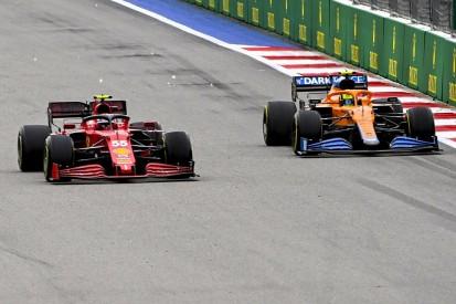Es geht um P5: Carlos Sainz nach Boxenfunk schockiert