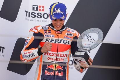 Marc Marquez schenkt seinen Aragon-Pokal der Familie von Hugo Millan