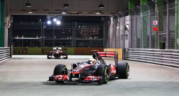 Hamilton: Umarım RBR ve Ferrari'nin depoları boştur