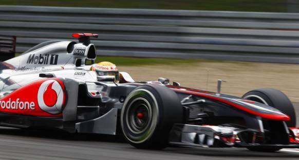 Hamilton, kontrollü agresifliğiyle kazandı