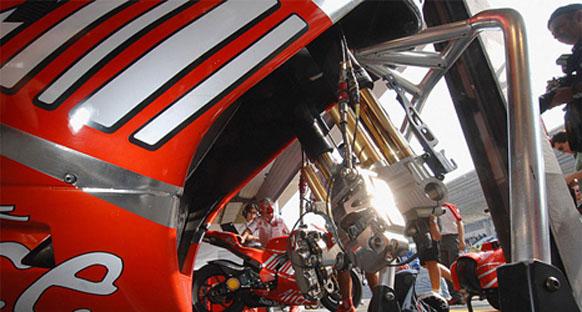 Lorenzo Rossi'nin Ducati'ye gitmesini bekliyor